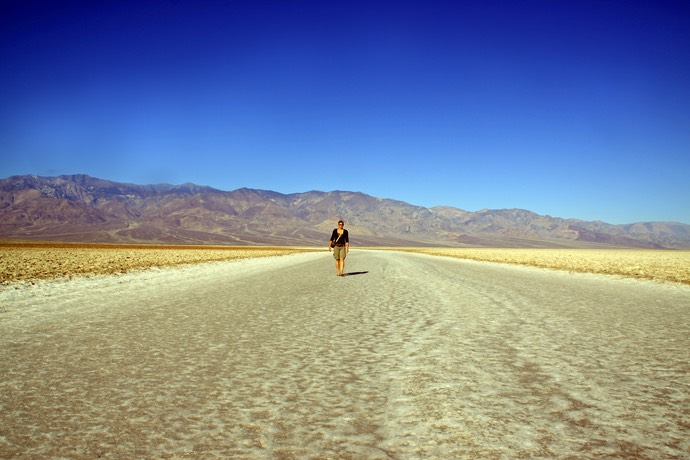 Marja op Badwater Death Valley